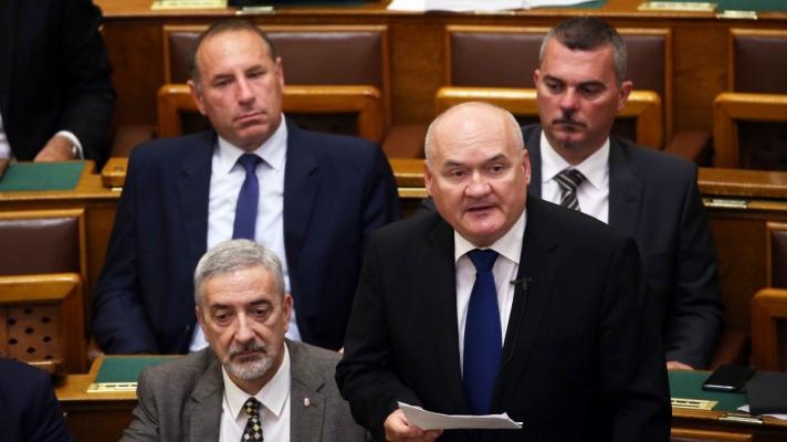 """Hende Csaba: """"Ki kell állunk az igazságszolgáltatás függetlensége és  hazánk szuverenitása mellett""""   (Fidesz hu )"""
