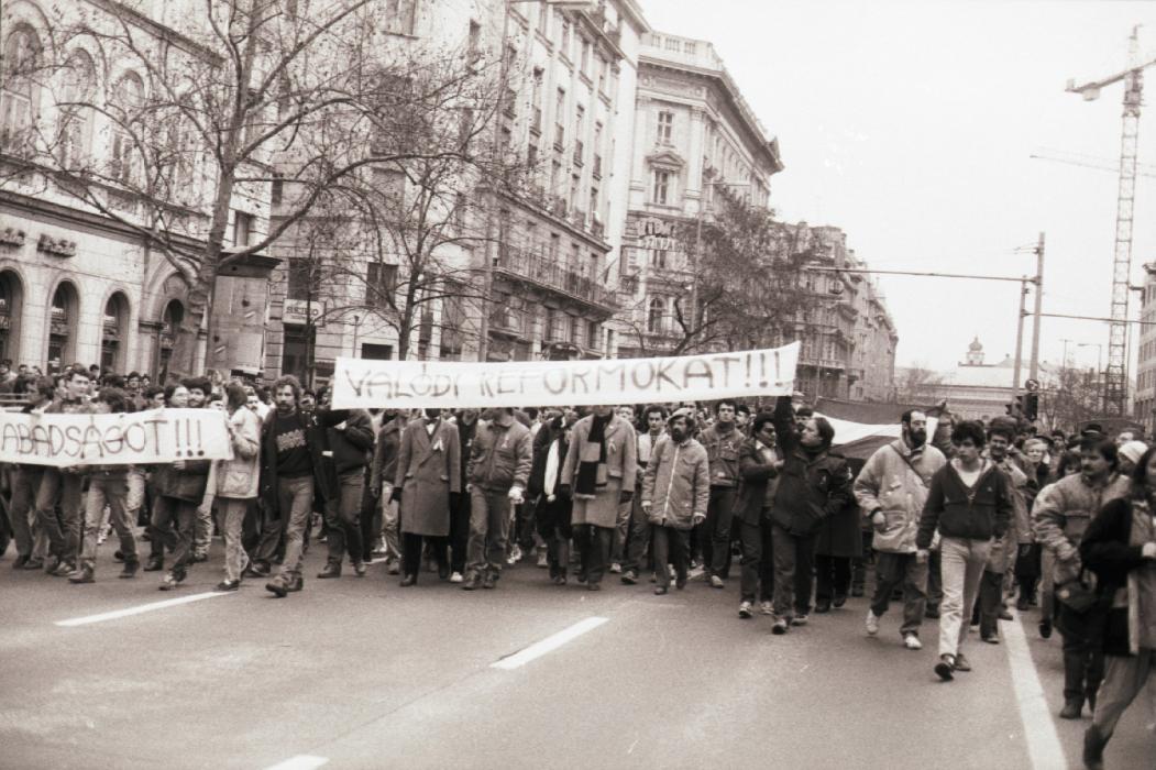 1988. március 15. A hajnalban őrizetbe vett szónokok helyére nyomban mások álltak