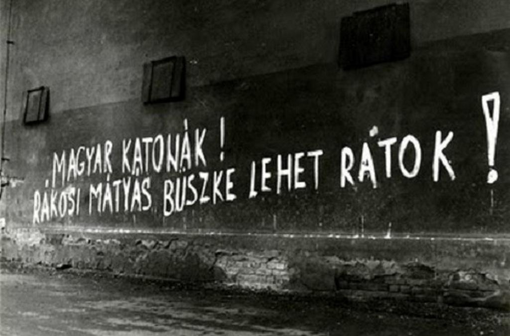 Ez a felirat üdvözölte a Magyar Néphadsereg katonáit