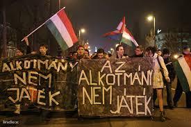 A tüntetők az Alkotmánybíróság elé vonulnak  (Barakonyi Szabolcs felvétele, Index)