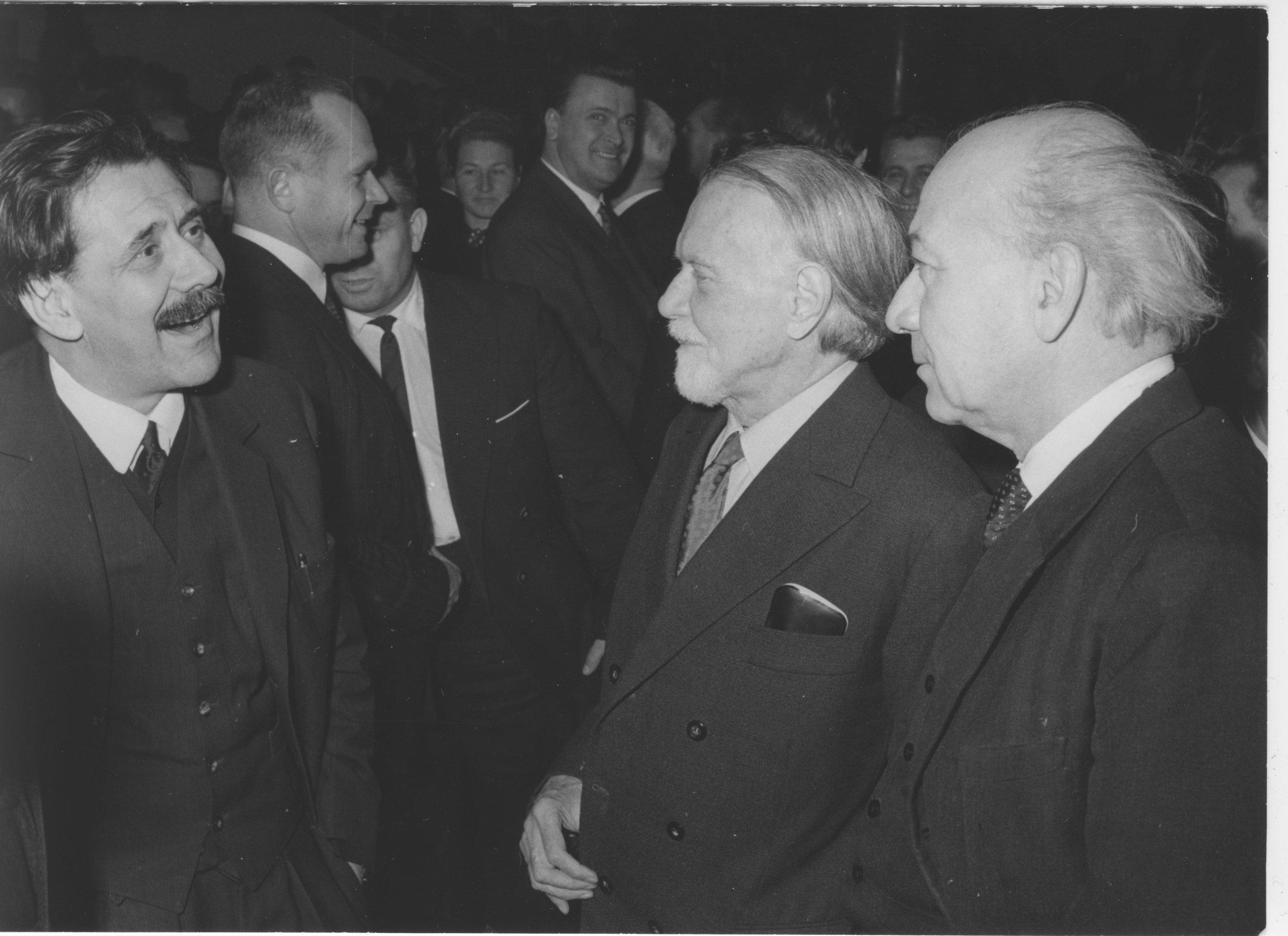 Aczél György Kodály Zoltán és Illyés Gyula társaaágában