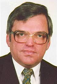 Dr. Lusztig Péter, a Baranya megyei rendőr- főkapitányság III/I-es (hírszerző) alosztályának  vezetője, majd 1990 őszéig megyei rendőrfőkapitány.  1994 és 1998 között az MSZP országgyűlési  képviselője