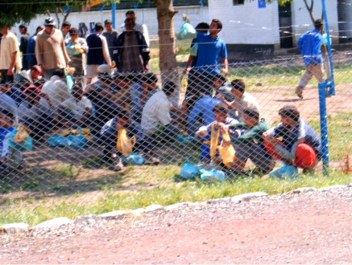Fogva tartott menedékkérők Ukrajnában, Munkács közelében a pavsinói  táborban. Nagy részüket a szlovák rendőrség adta át az ukrán határőrségnek