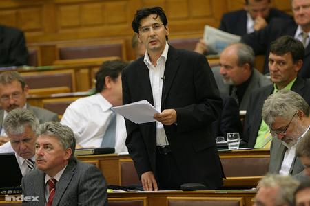 Az SZDSZ maradványa parlamentben. Gulyás József felszólalása