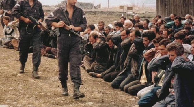 Fogvatartottak Koszovóban. Az innen menekülők gazdasági migránsok voltak