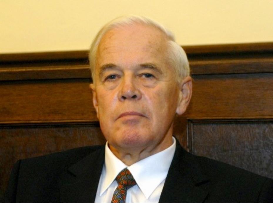 Manfred Kanther CDU politikus, szövetségi  belügyminiszter, a menekült-elhárítás mestere