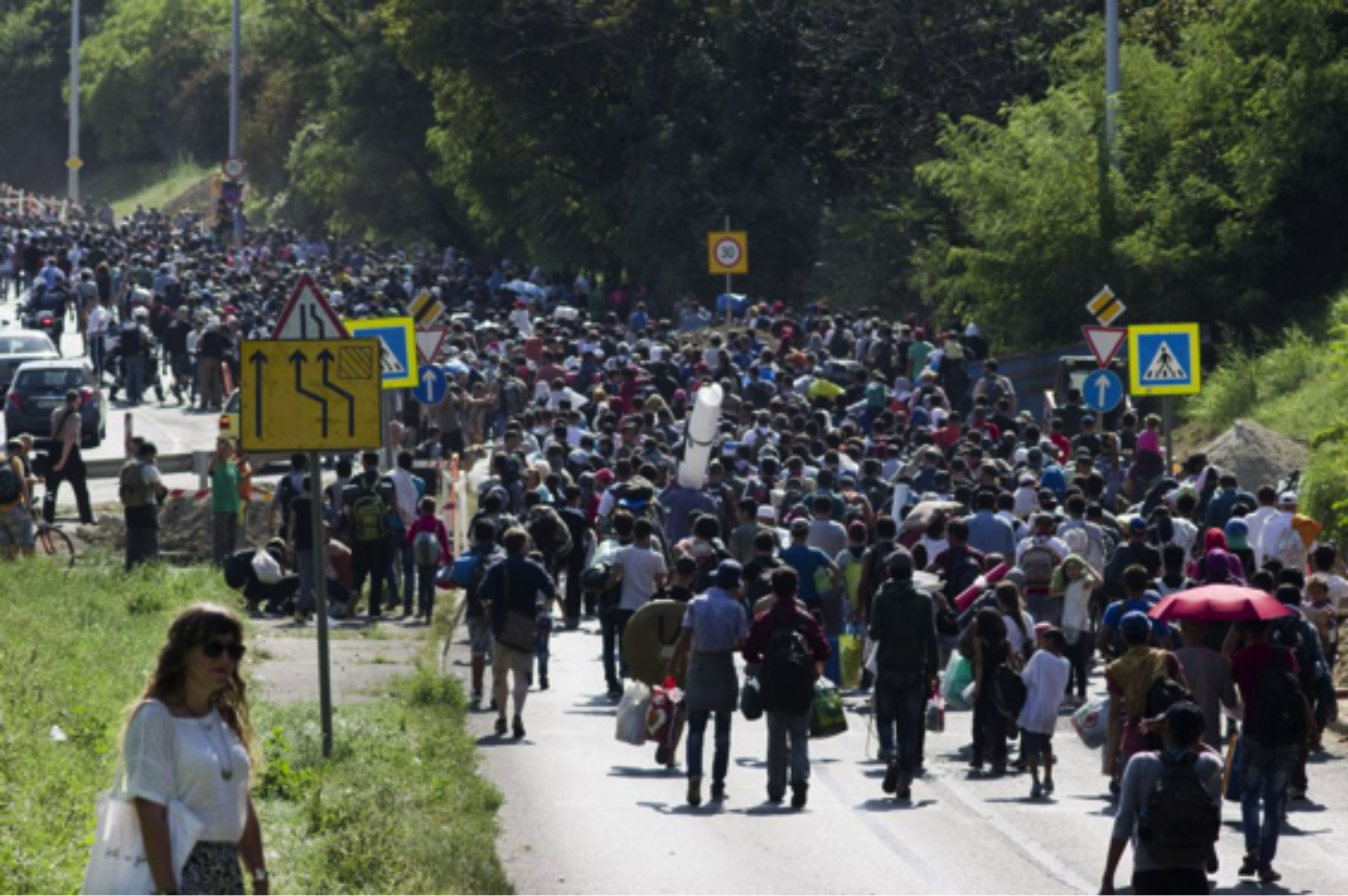 Áradnak a menekülők Magyarországról Európa felé
