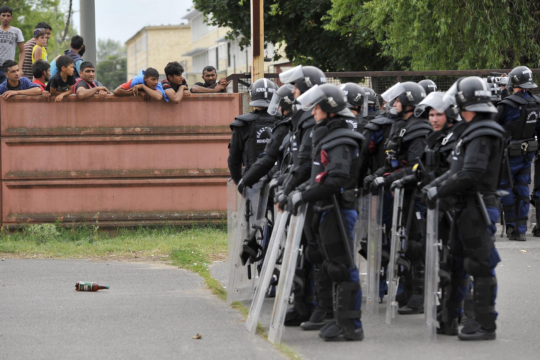 Rendőrök és menekültek, Debrecen, 2015. június 29.
