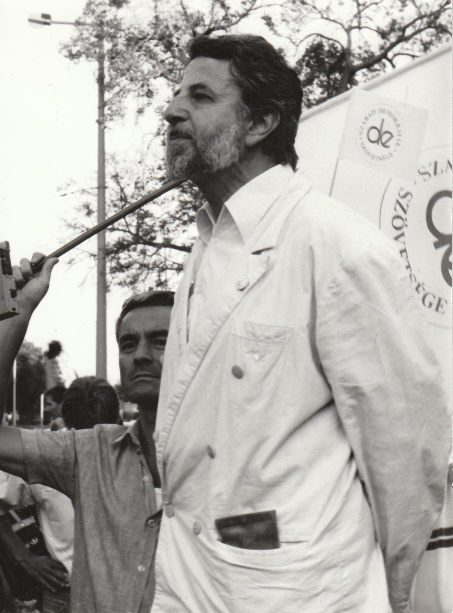"""""""Hamarosan véget ér a kommunizmus, az emberiség véres és ostoba kalandja"""""""