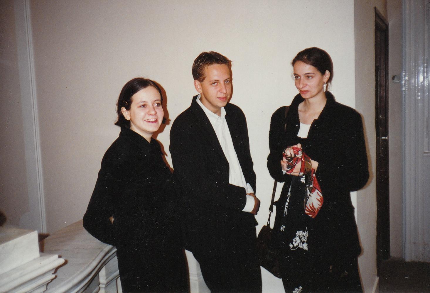 Felnőttek. Kőszeg Sára, Áron, Fanni, 1996.