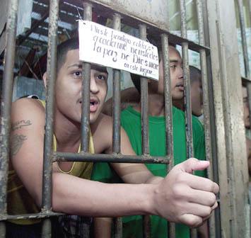 Latin-amerikai börtön  (Fotó: Reuters, Hetek, 2005. augusztus 5.)