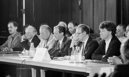 Az Ellenzéki Kerekasztal vitái során alakult ki a köztársaság alkotmánya, amelyet ma visszasírunk