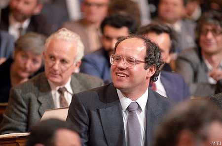 1991. november 23. Az SZDSZ Küldöttgyűlése nagy többséggel elnökké választotta Tölgyessy Pétert