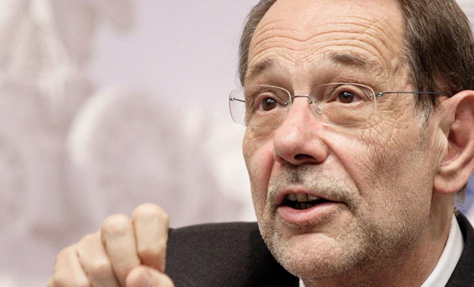 Javier Salona, a NATO főtitkára (1995–1999).  1997 májusában Primakov és Salona együttműködési  megállapodást írt alá