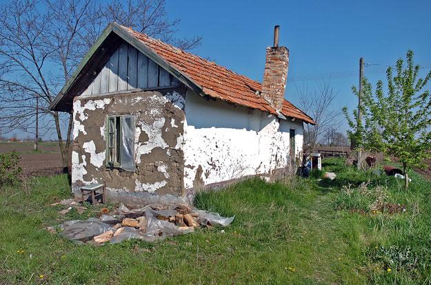 """Ebben a házban élt Hajdú Imre, """"a mindszenti beteg"""", aki 2007. április 6-án meghalt a mentőautóban"""