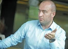Dr. Dénes Tamás. 2016-ban megtalálta az új megoldást, amely 2006-tól 2014-ig törvényszöveg volt