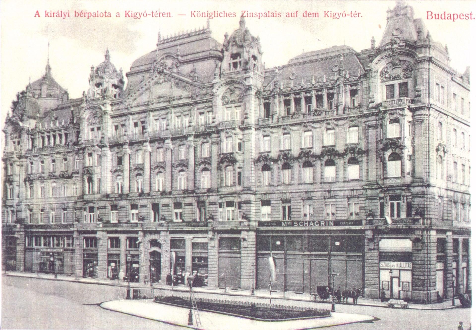 Királyi bérpalota a Kígyó téren. A hatalmas épület 1900–1902-ben épült, egy időben a két Klotild-palotával, amelyek ugyancsak a királyi család magánvagyonához tartoztak. Ferenc József kétszer is meglátogatta az épülő házat. Az épület jobb oldali tetőszerkezete a szemem láttára gyulladt ki 1945 januárjában