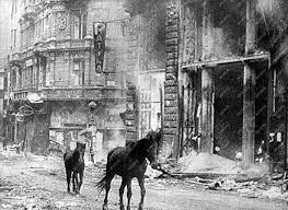 Kígyó utca – Váci utca sarok, 1945 február