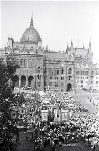 A budapesti Világifjúsági Találkozó záróünnepsége a Kossuth téren, 1949. augusztus 20.