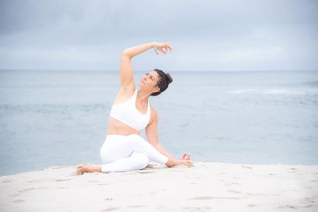 Happy International Yoga Day 🧘♀️ and Summer Solstice! ☀️ #soundhealer #soundhealing #yinyoga #yoga #sandiegoyoga #yogafamily #beach #lululemon #zensoulbalance #awildlovefortheworld