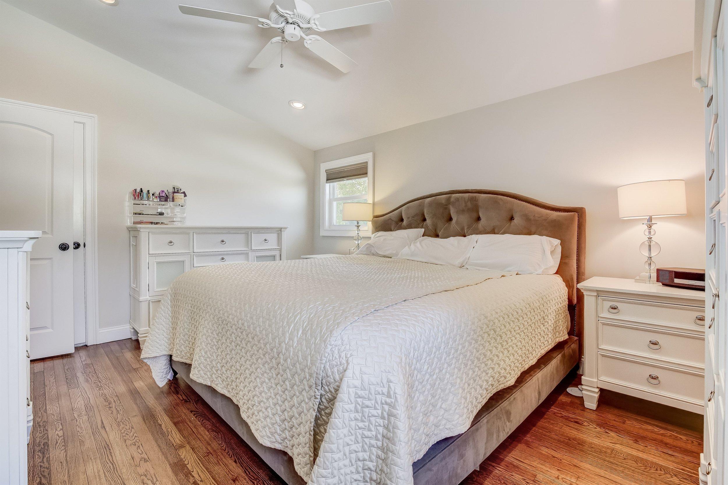 019_Master Bedroom .jpg
