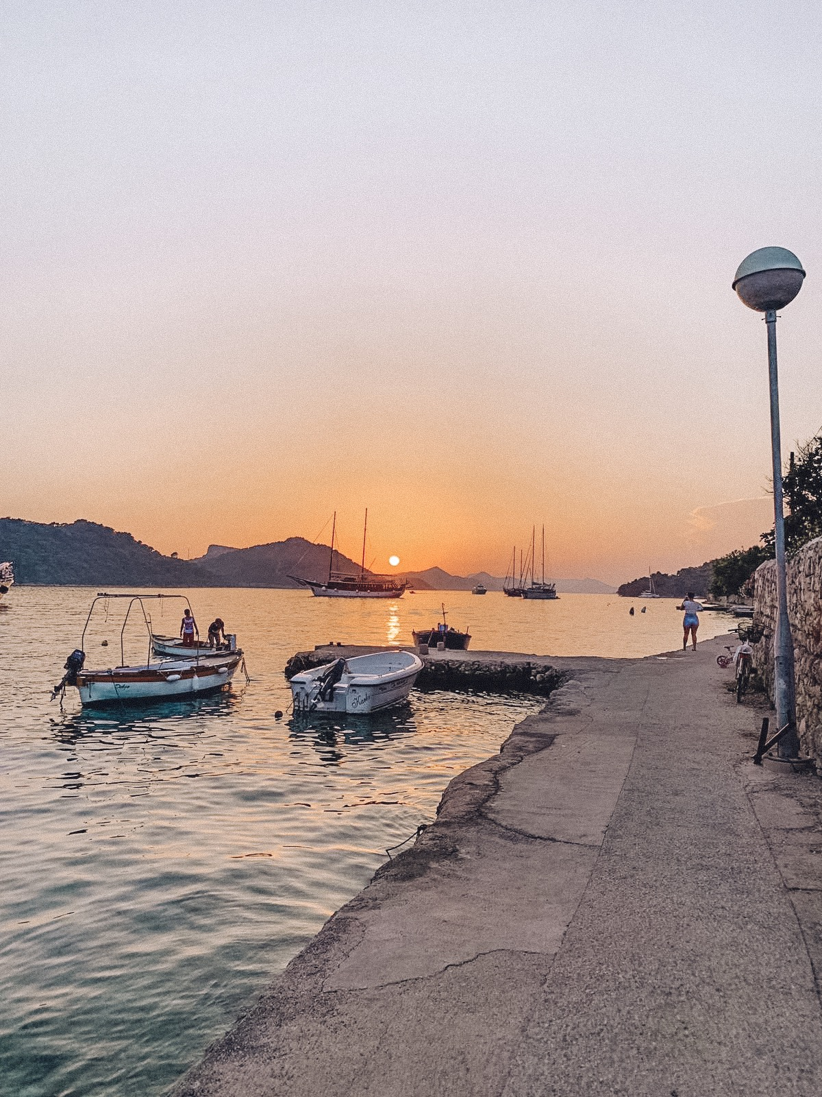 An expected stop along the way lead us to the most beautiful sunset in  Šipan Luka Sipanska.