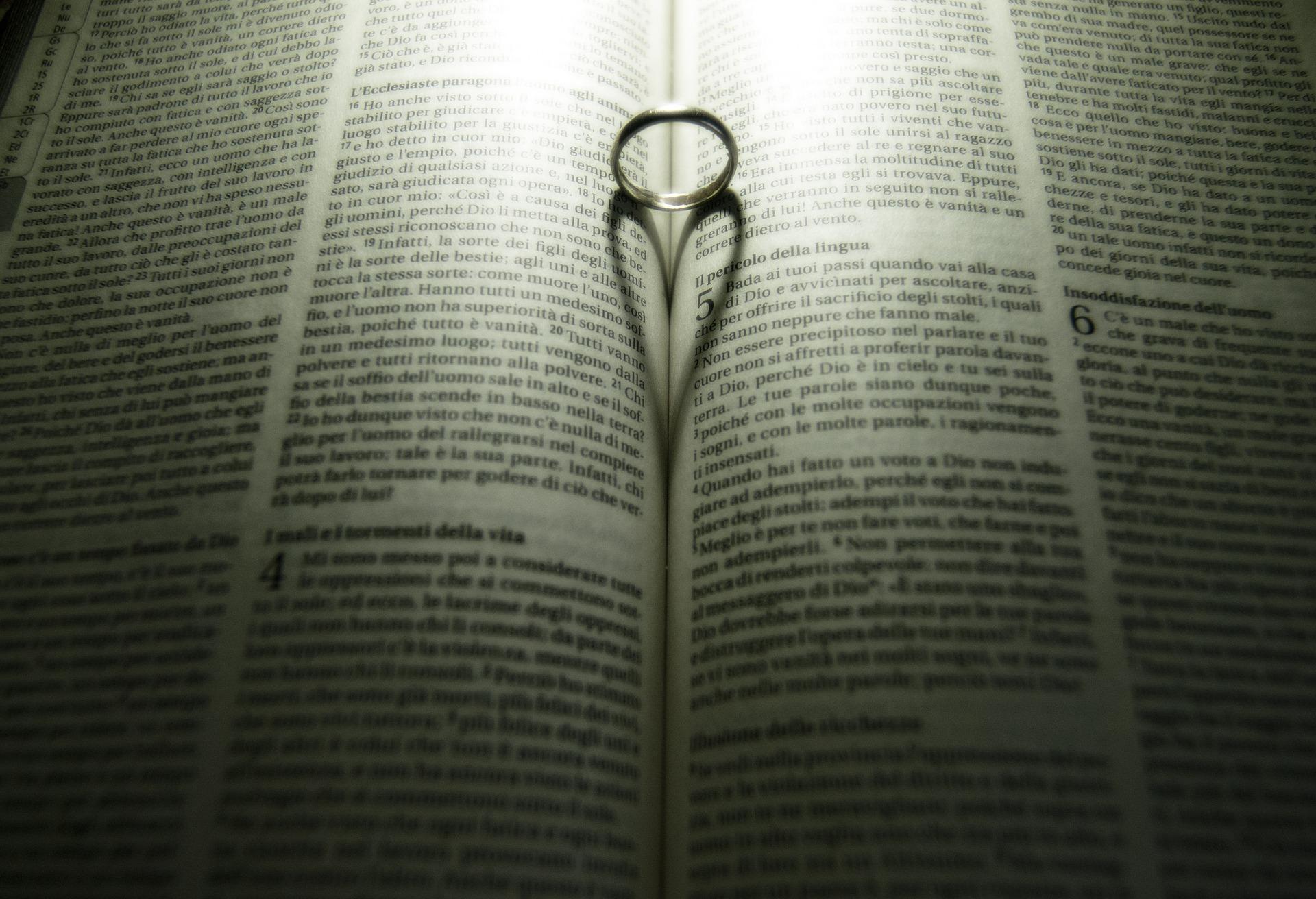 bible-876644_1920.jpg