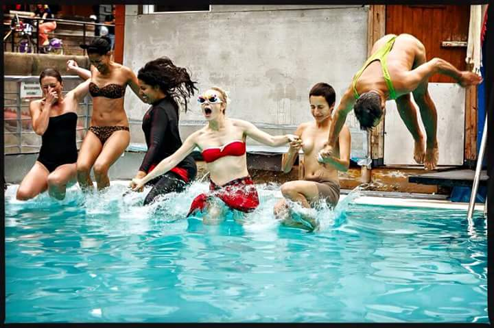 """Flashmob  """"Schwimmen wie es uns gefällt""""  #womensolidarity"""