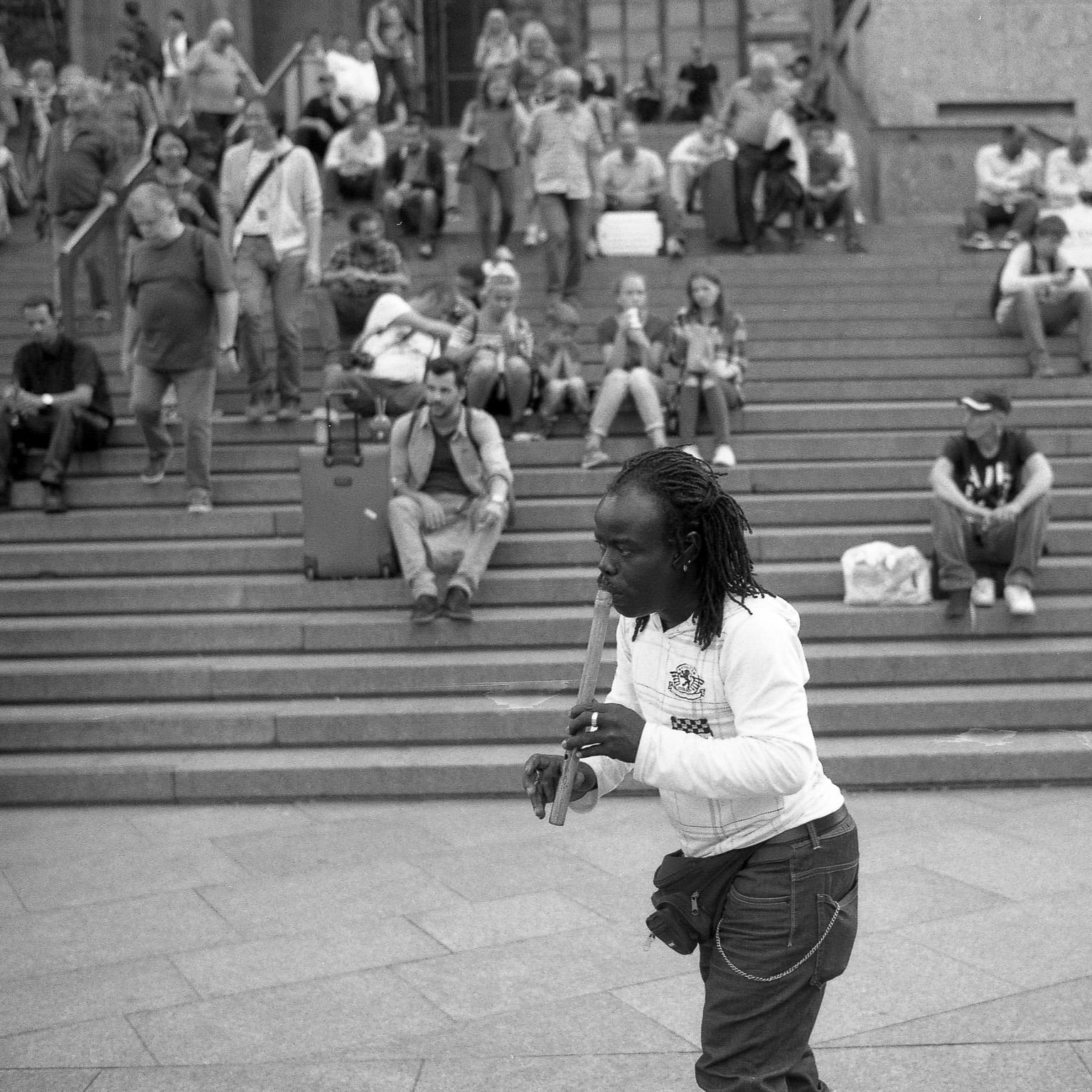 Strassenmusiker auf der Kölner Domplatte