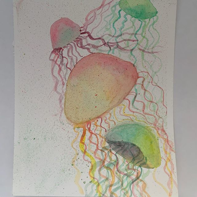 Jellyfish are pretty fun and incredibly satisfying to paint! This is another painting inspired by a  Skillshare class taught by @anavictoriana. Her beginner modern watercolor technique class is amazing and highly recommended to anyone new to watercolor like me. Which of my jellies do you like more?  #jellyfish #watercolorpainting