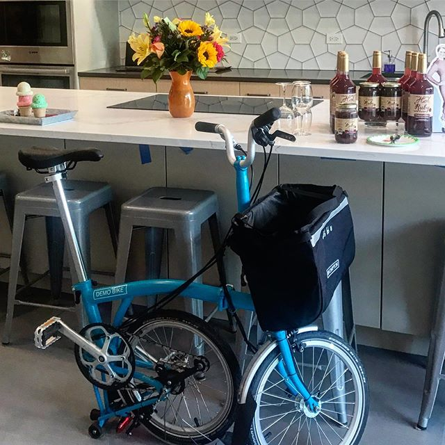 A Brompton is a great way to conveniently visit neighborhood businesses, like the new super swanky @fearlesscookingchi