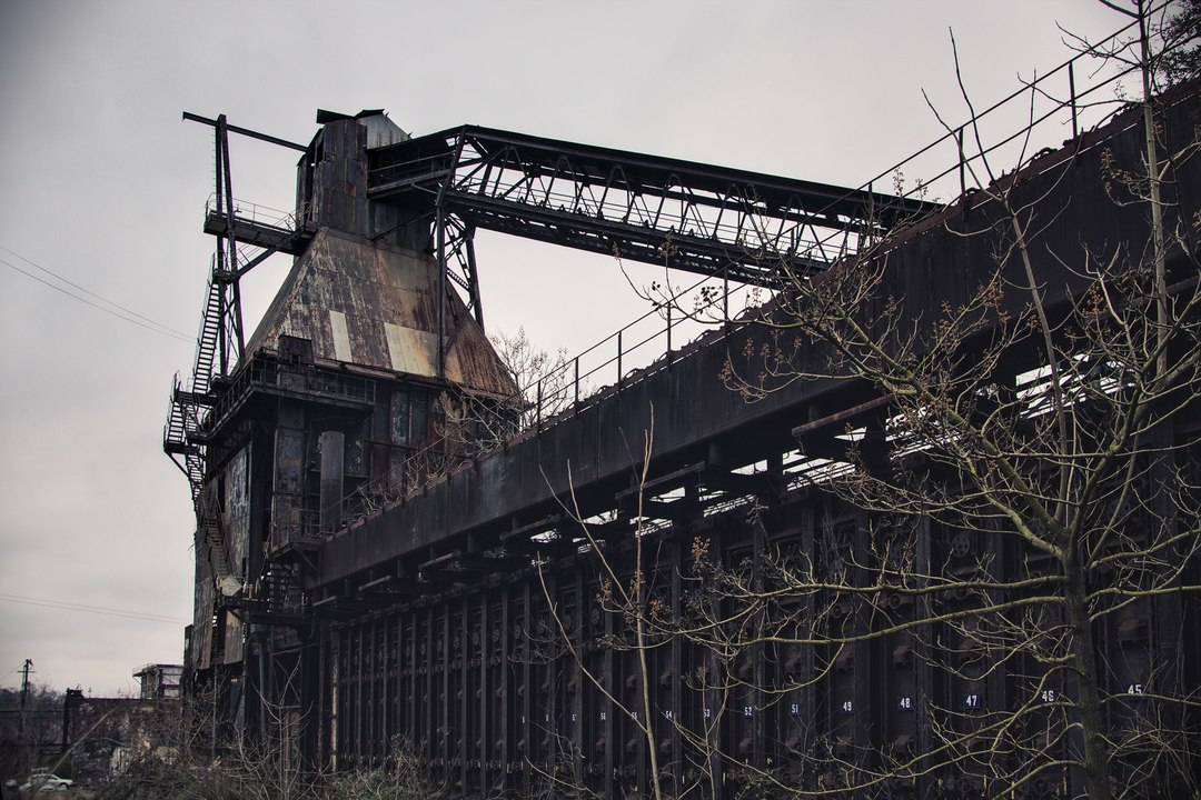 Another view of the coal hopper and the coke chambers.