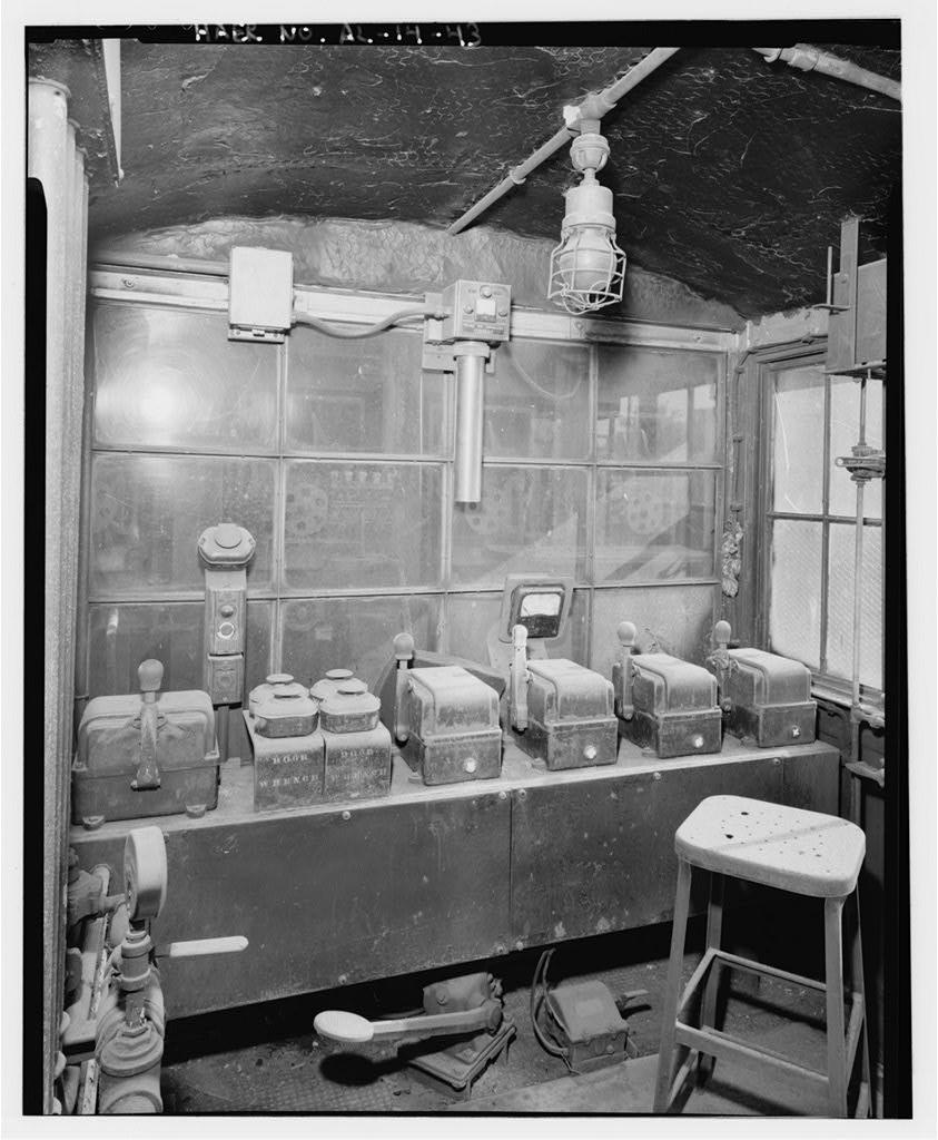 Pusher Machine Control Room c.1992 (Public domain photo)