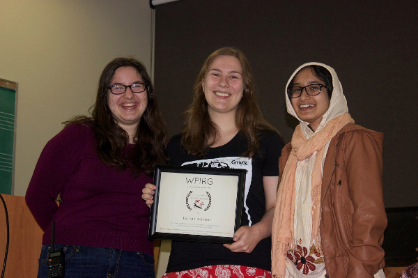 2015 Social Justice Award Recipient Elana Hashman (centre)