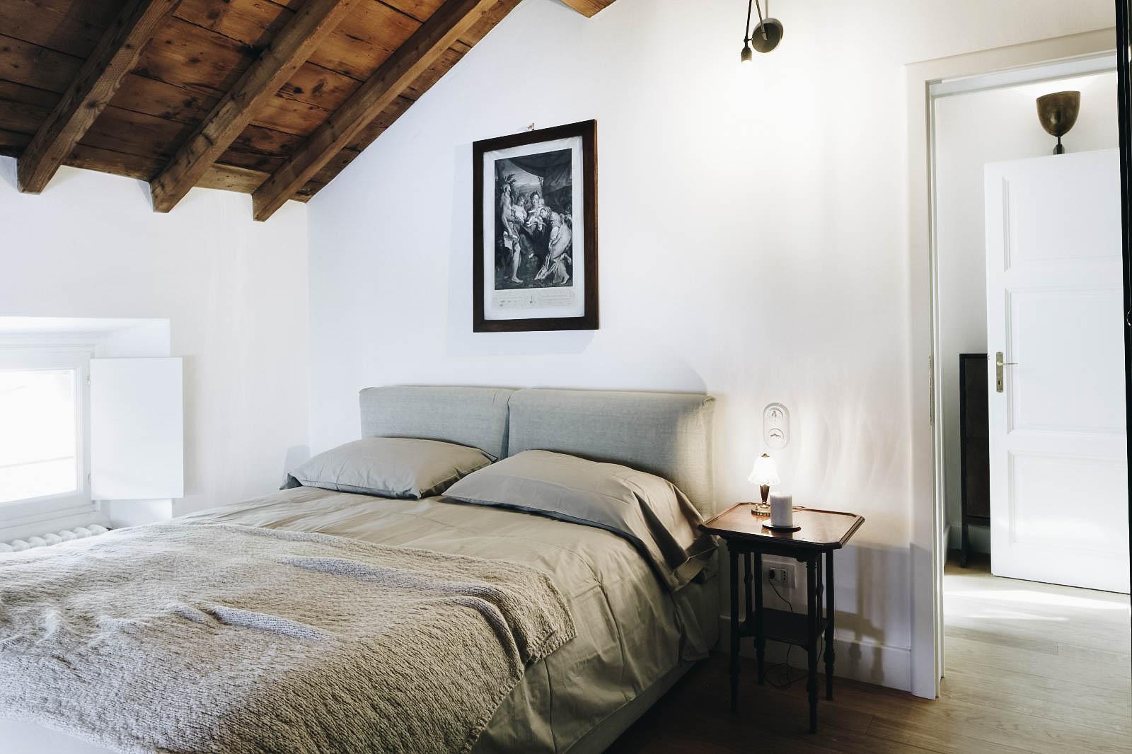 villa-como-lake-italy-view-luxury-modern-luce-bed-4.jpg