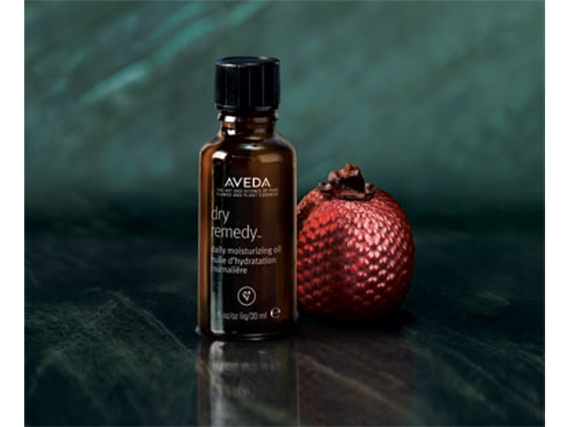 Dry Remedy Oil - This amazing oil is perfect for blondes,because blondes always need a finishing product that will soften the ends and make it feel silky & smooth. This product hydrates using Buriti Oil and instantly moisturizes the hair. Apply 2-4 drops to your hands and then finger comb through your hair, starting with the ends and working up.