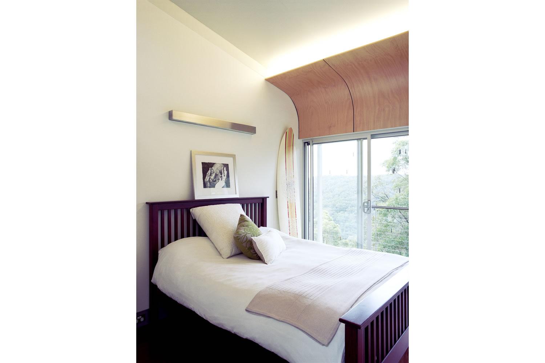 15 Guest Bedroom.jpg