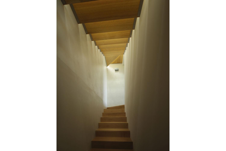 18 Staircase.jpg