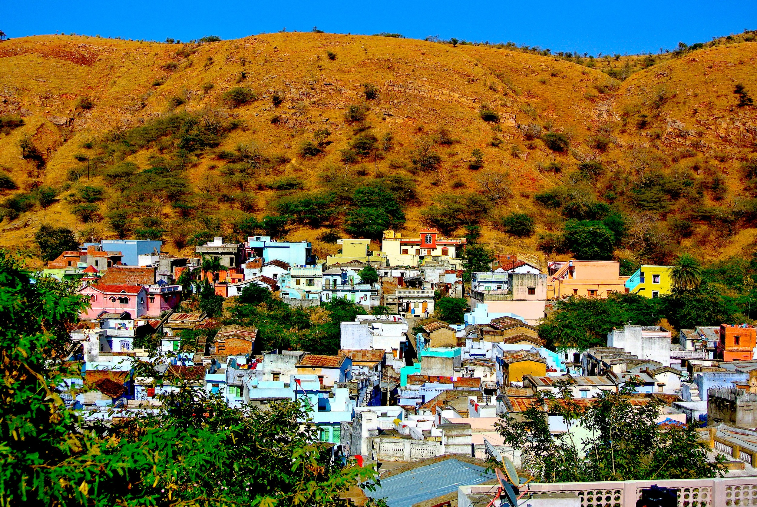 The colorful town of Dungarpur