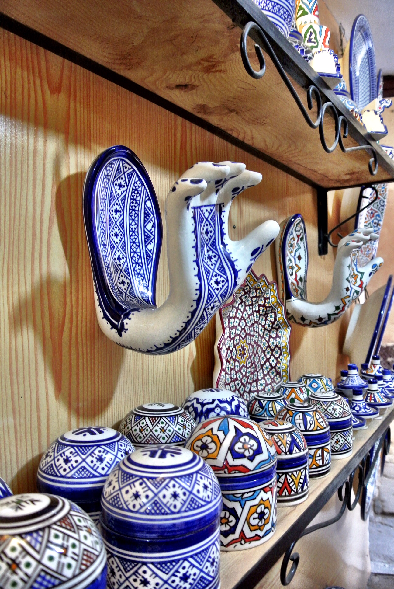 Fès Bleu Art is overflowing with handcrafted pottery made by local artisans