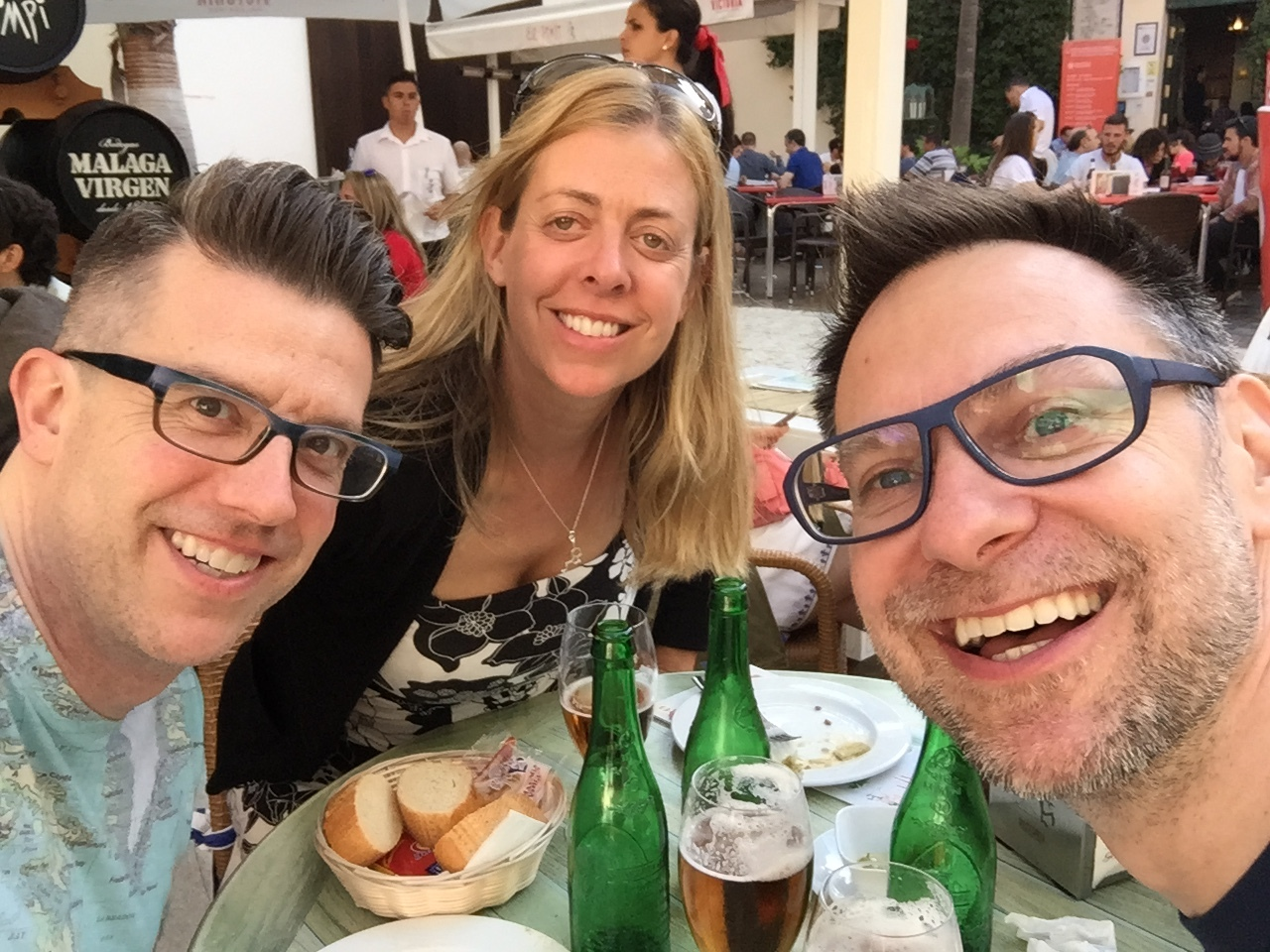 Kicking off their visit to España: Jo takes Wally and Duke to the local staple, El Pimpi