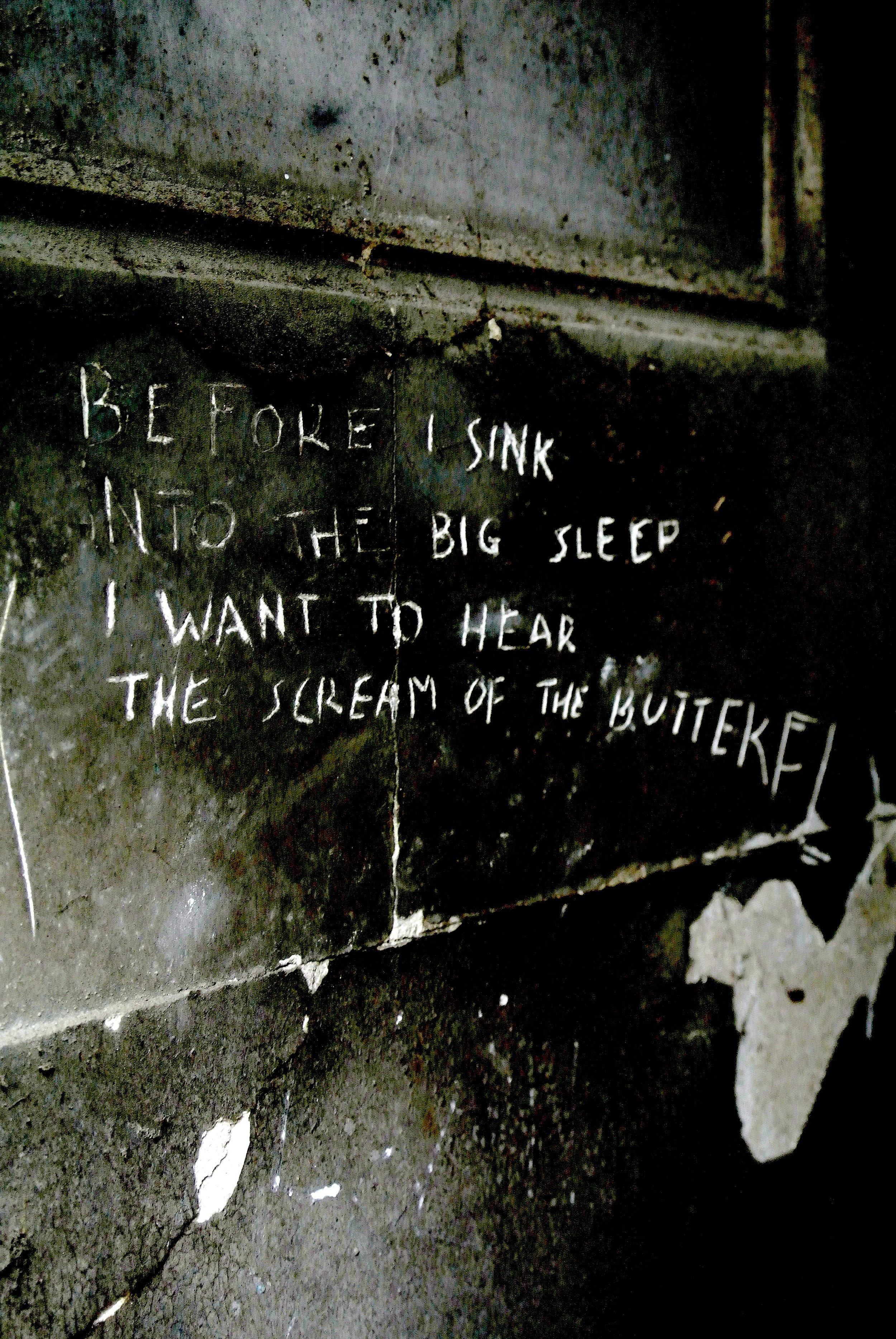 graffitigrave.JPG