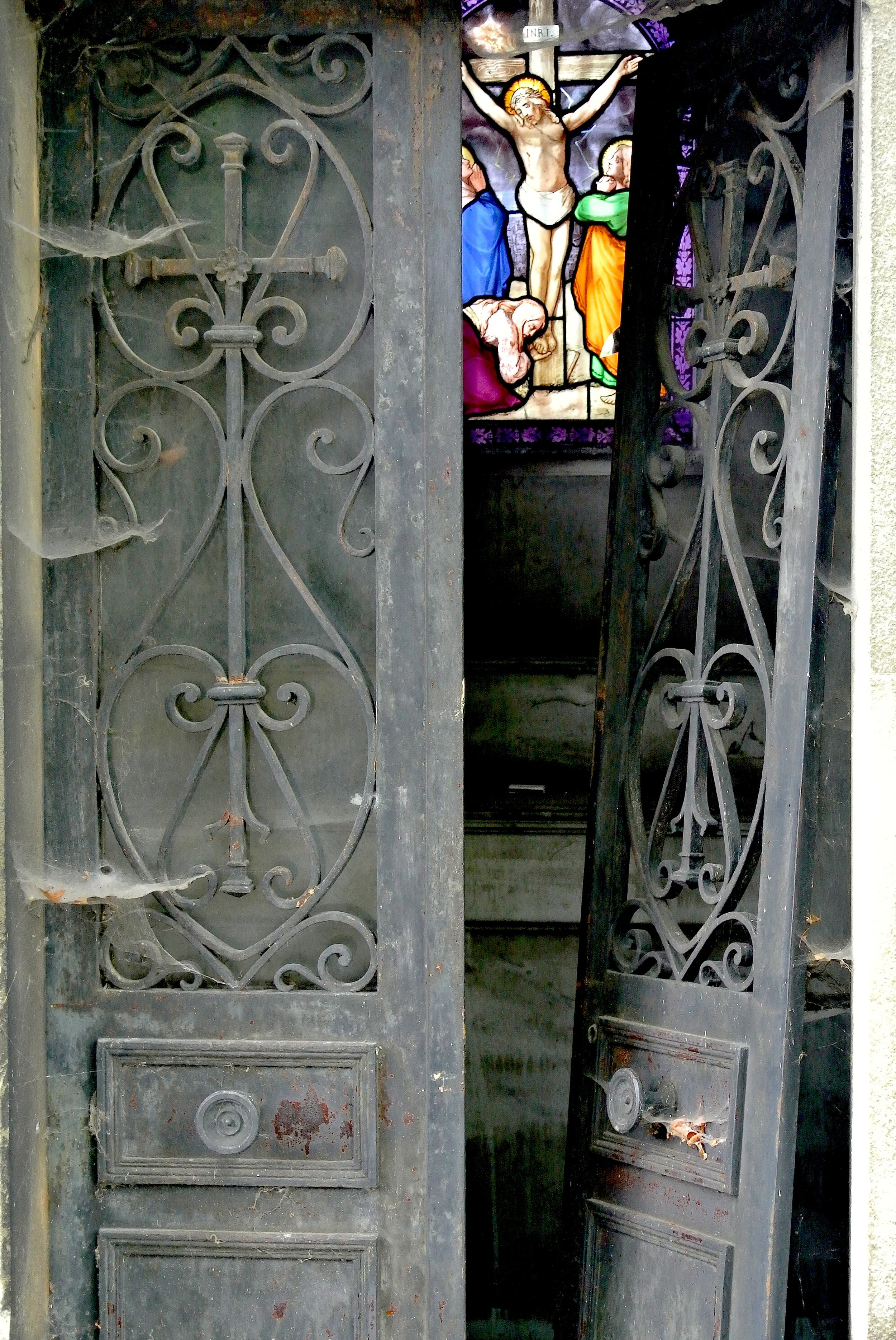 stainedglassgrave.JPG