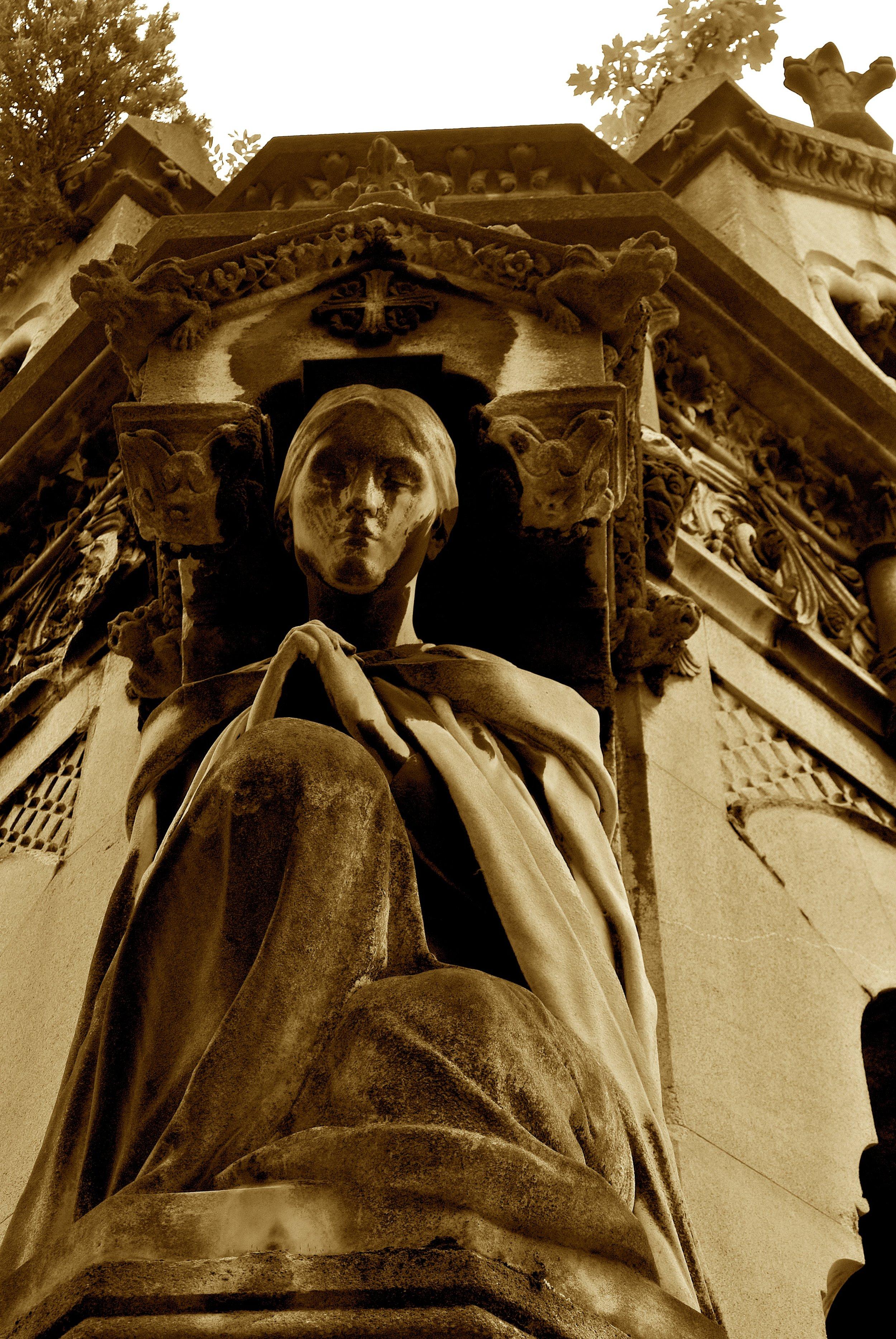 statuarylachaise.JPG