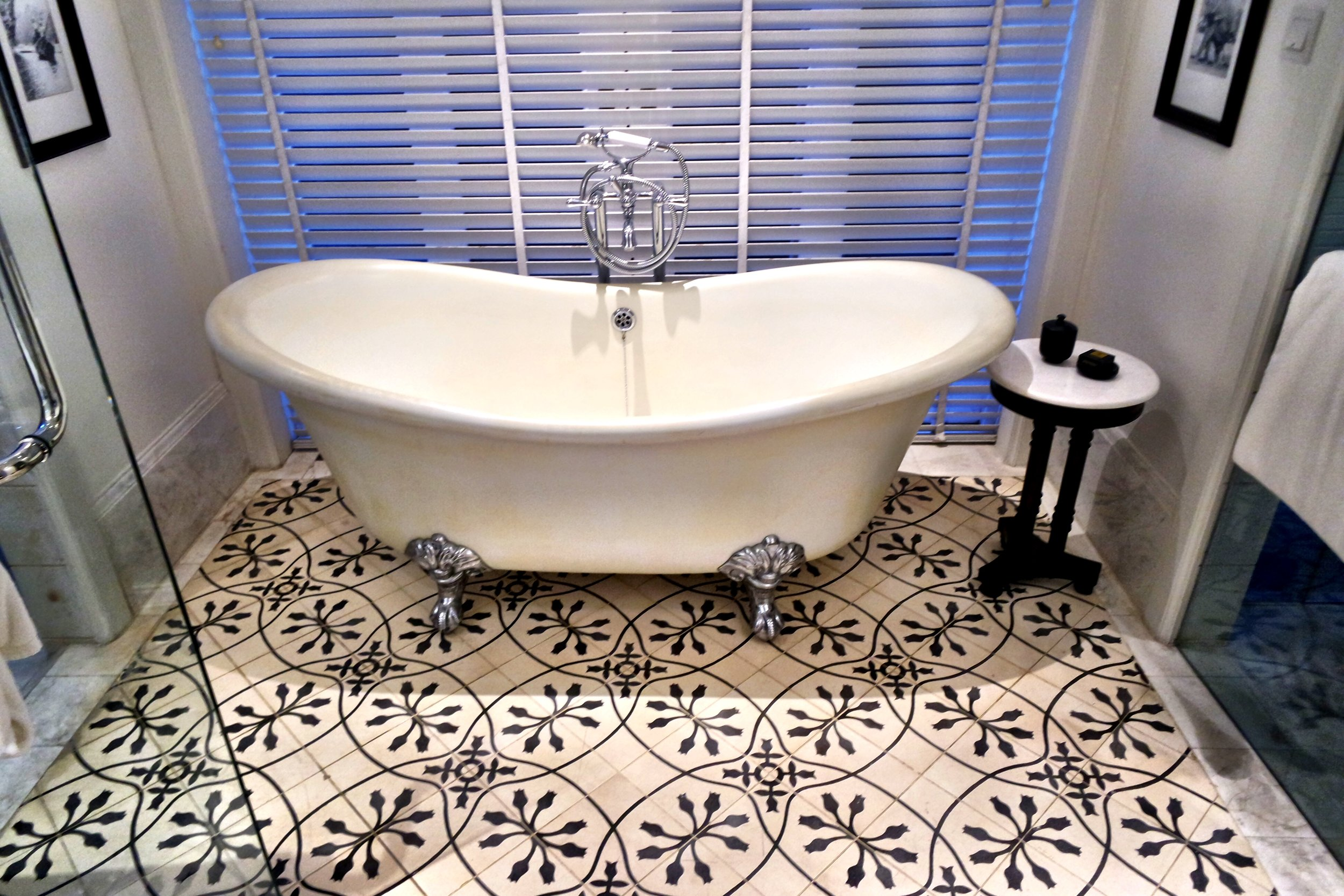 Who wouldn't want to take a bath in this adorable tub?