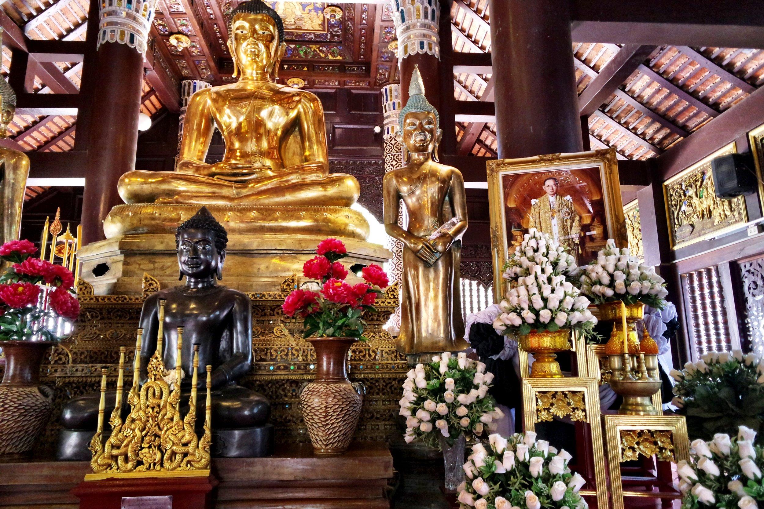 The Buddhas in Wat Lok Molee's viharn