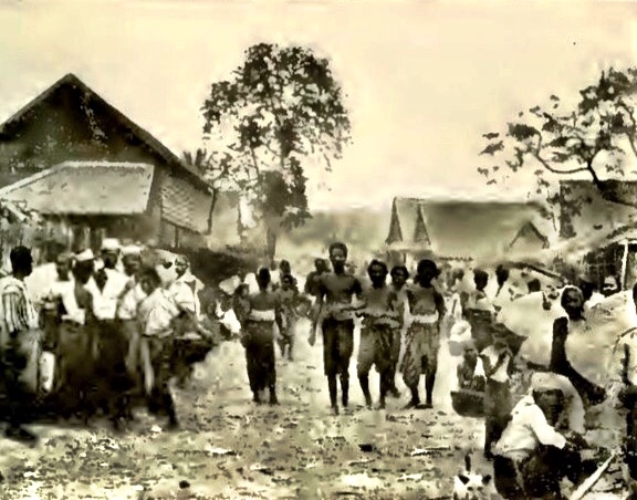 A historic shot of a Chiang Mai market. There's a lot less mud nowadays