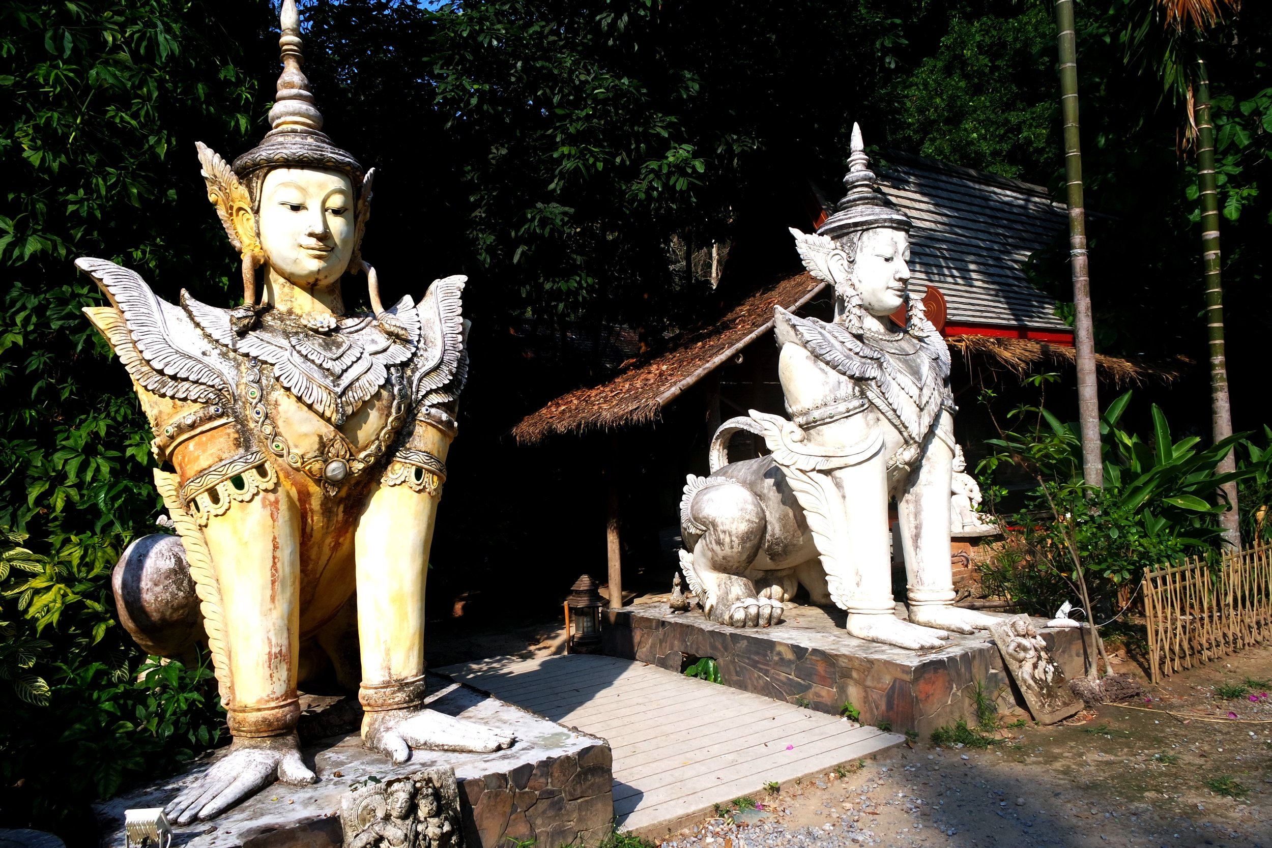 These Burmese sphinxes, known as manussihas, guard the temple complex of Wat Palad