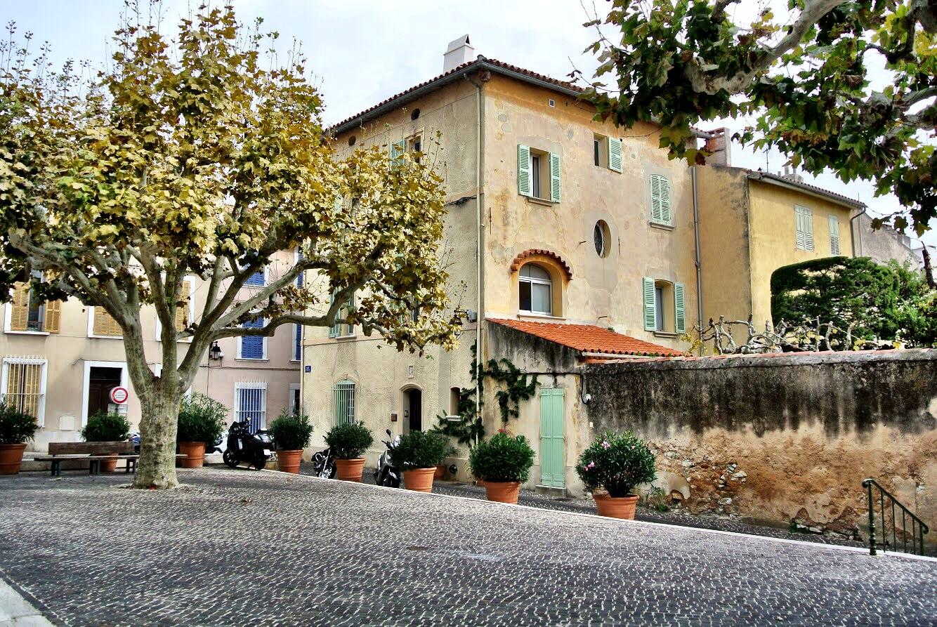 A Cassis courtyard