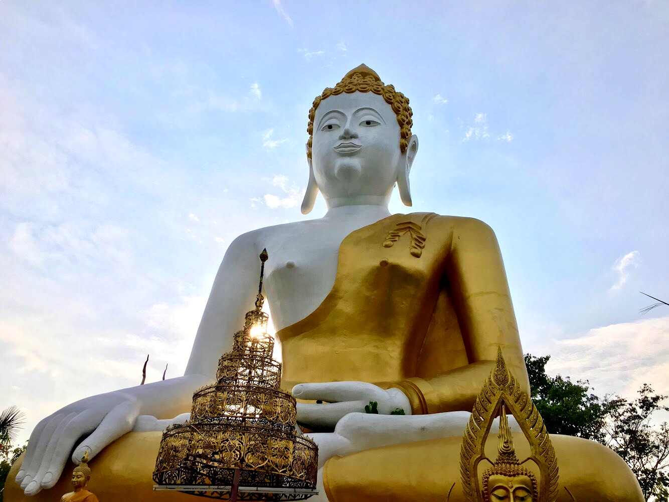 The seated Buddha at Wat Phra That Doi Kham rises over five stories high